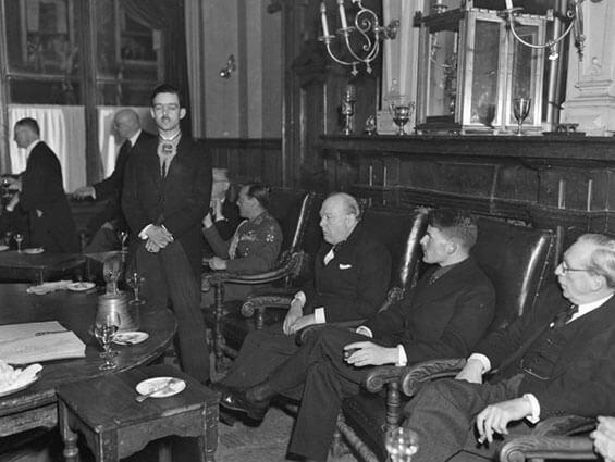 Winston Churchill bezoekt de Sociëteit
